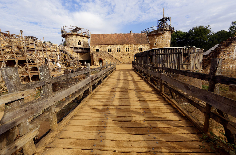 Строительство средневекового замка в Бургундии