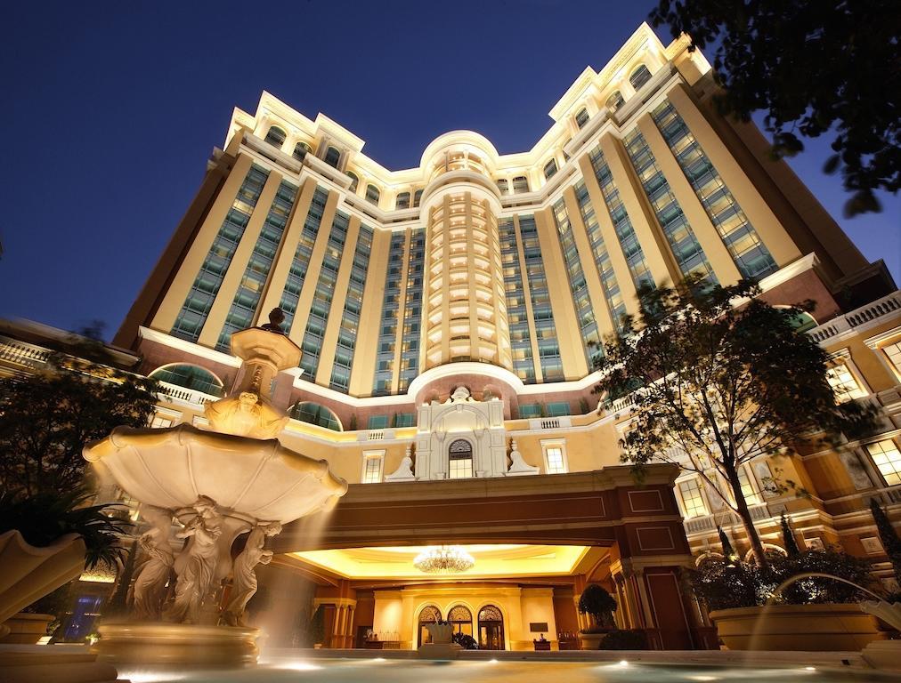 10 отелей для королевского отдыха