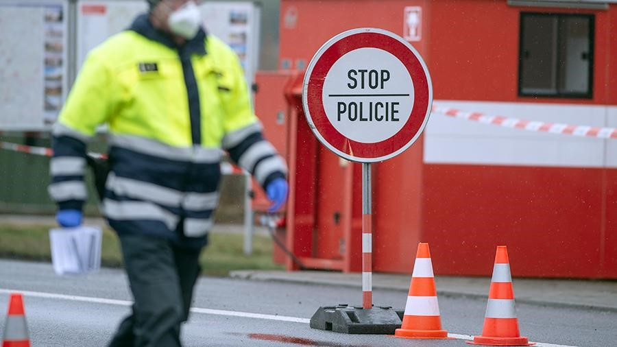 Чехия закрыла границу из-за коронавируса