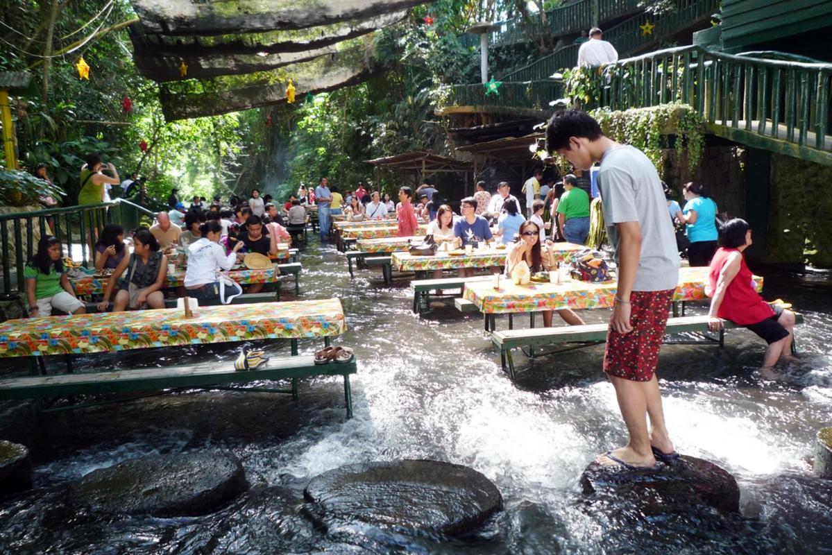 Ресторан у водопада, в котором мечтает побывать каждый