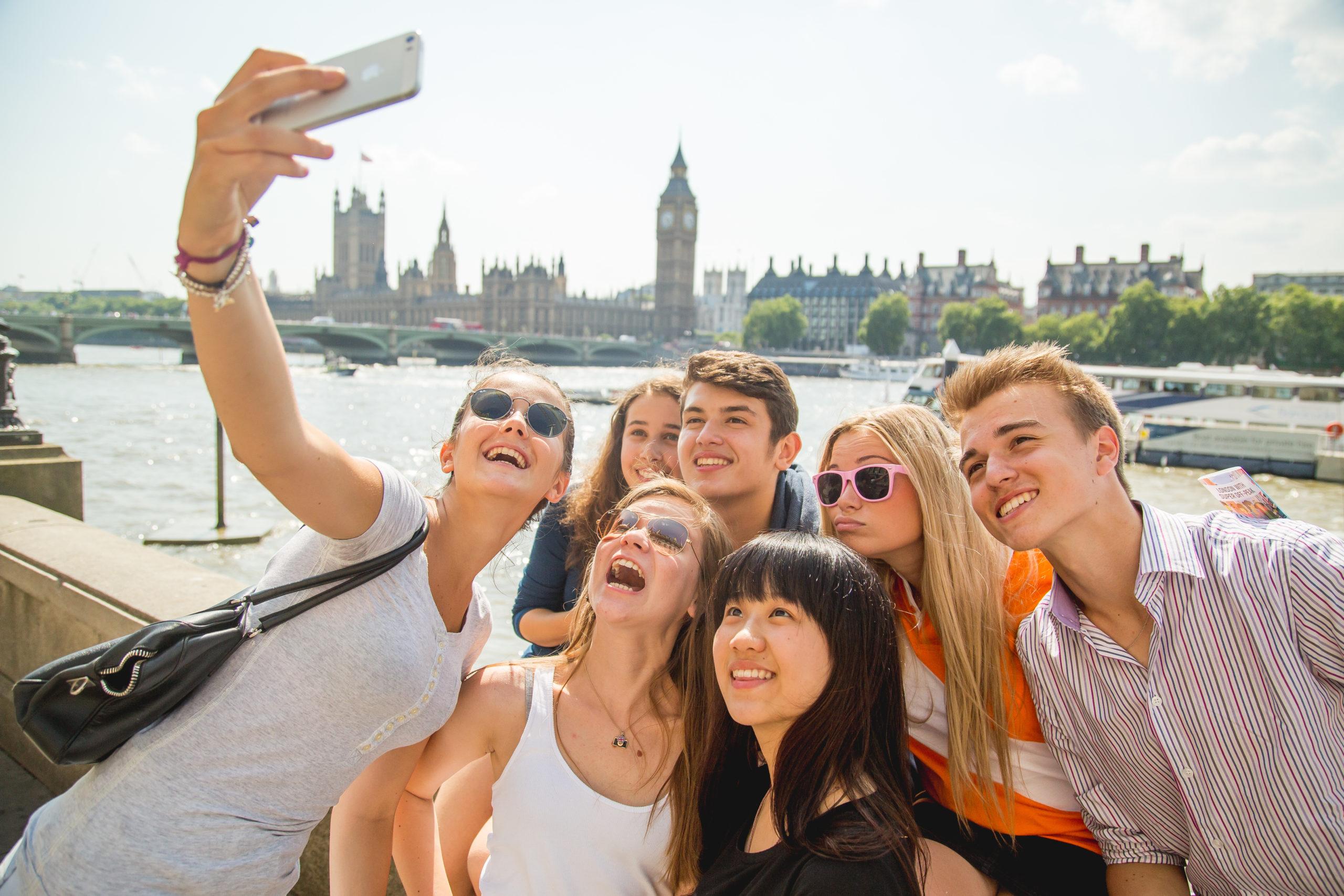 В Европе отменены летние каникулы