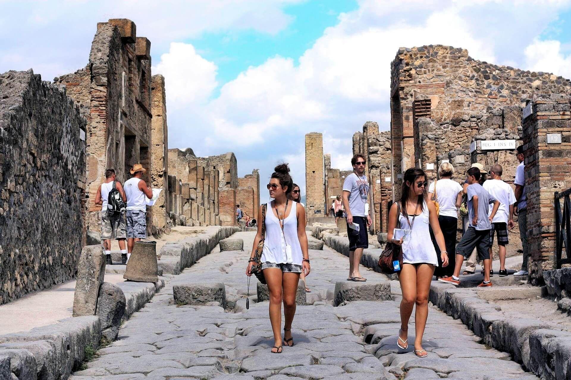 Италия открывает для туристов Помпеи