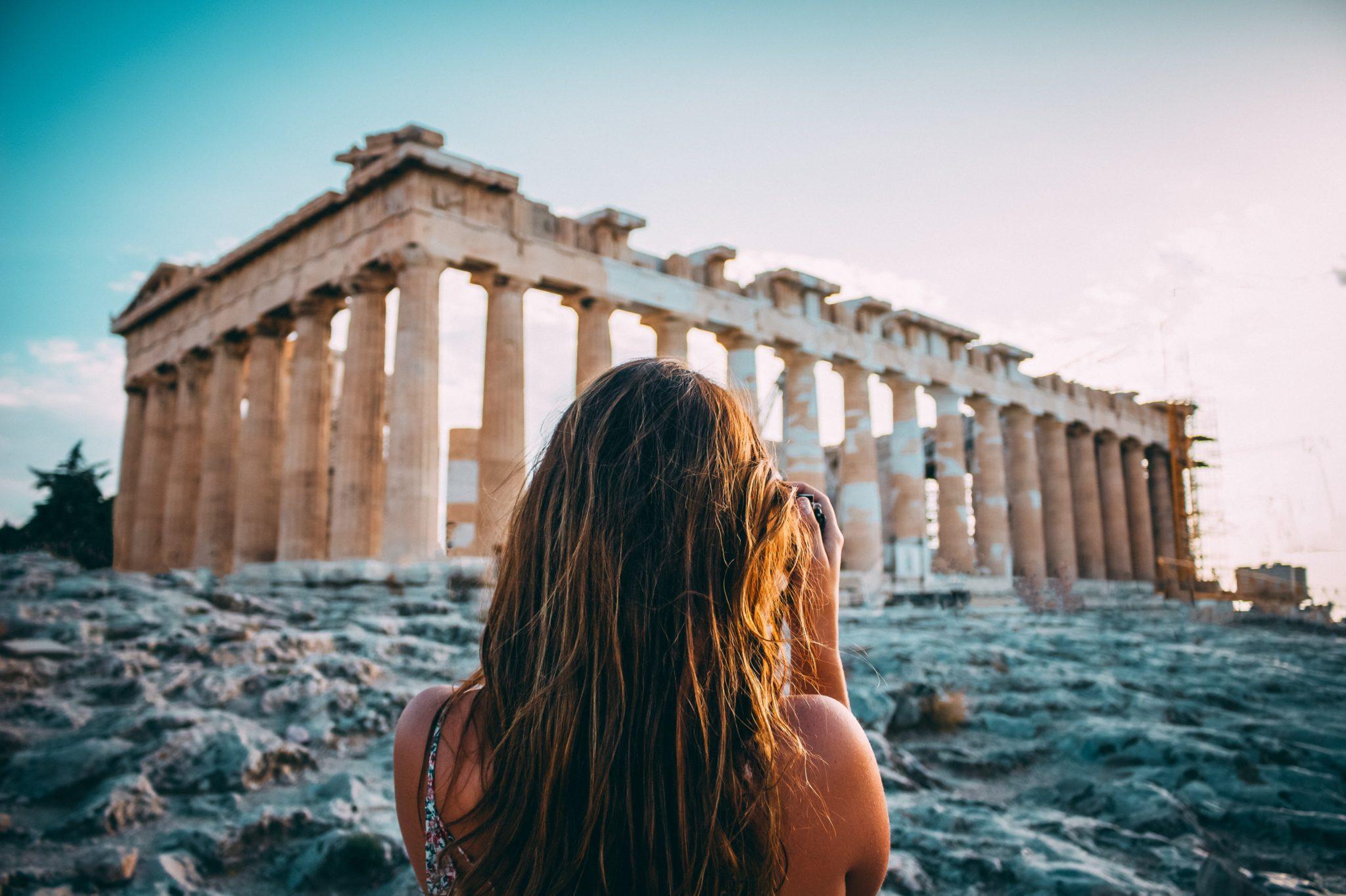 Иностранных туристов пустят в Грецию по штрих-коду