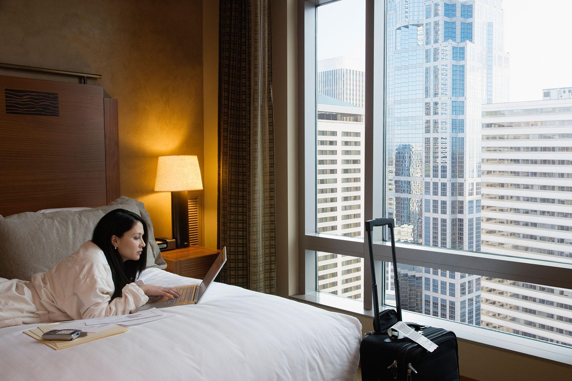 Безопасно ли жить в отеле в период COVID-19
