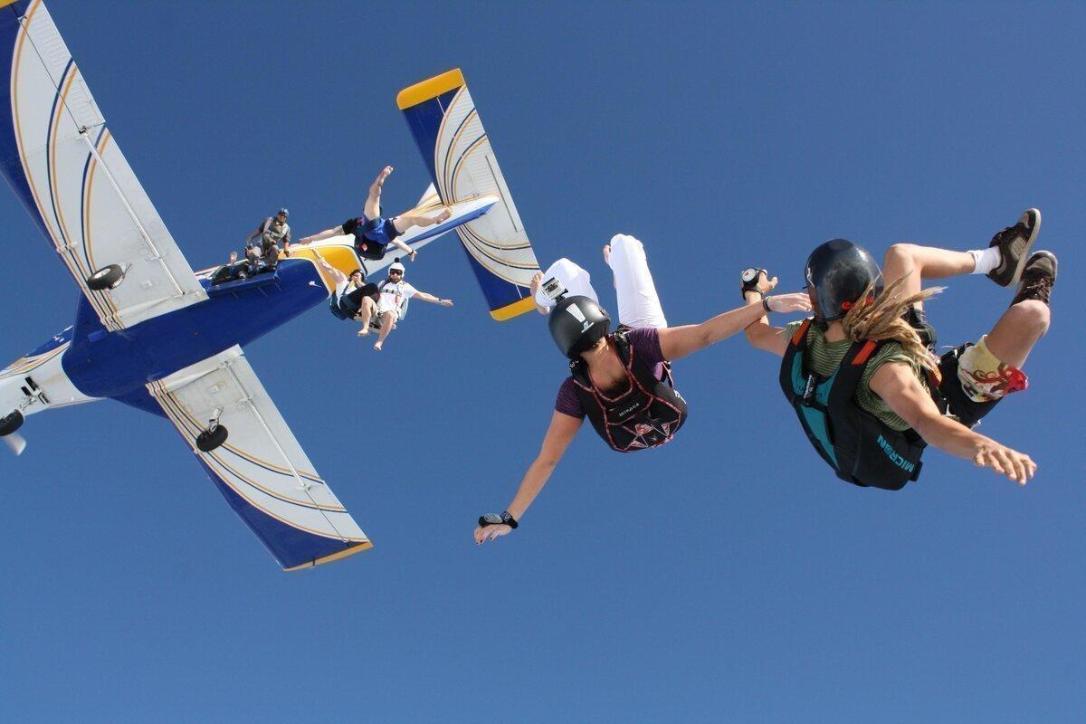 Почему в пассажирских самолетах нет парашютов