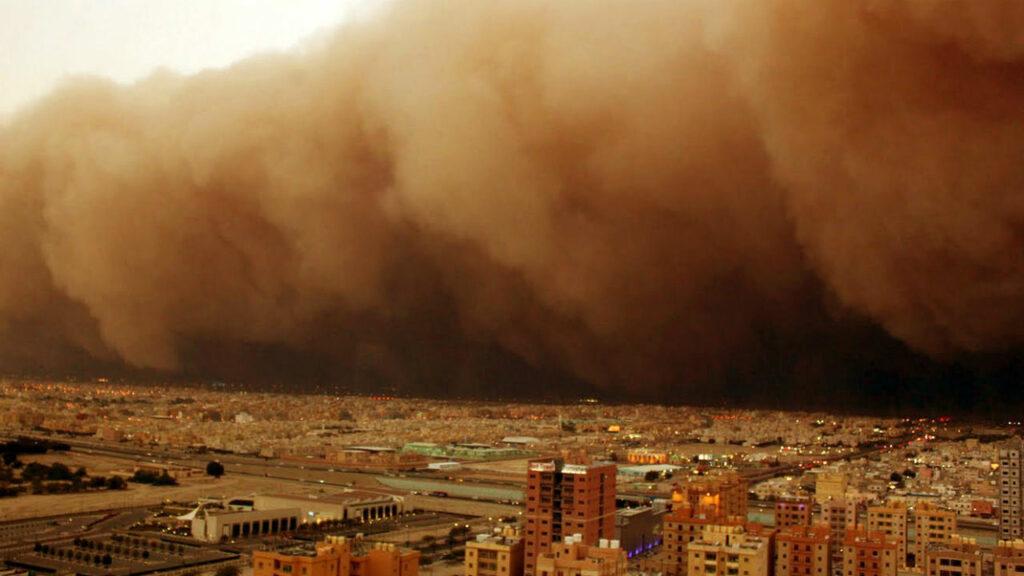 Анталию накрыла пыльная буря из пустыни