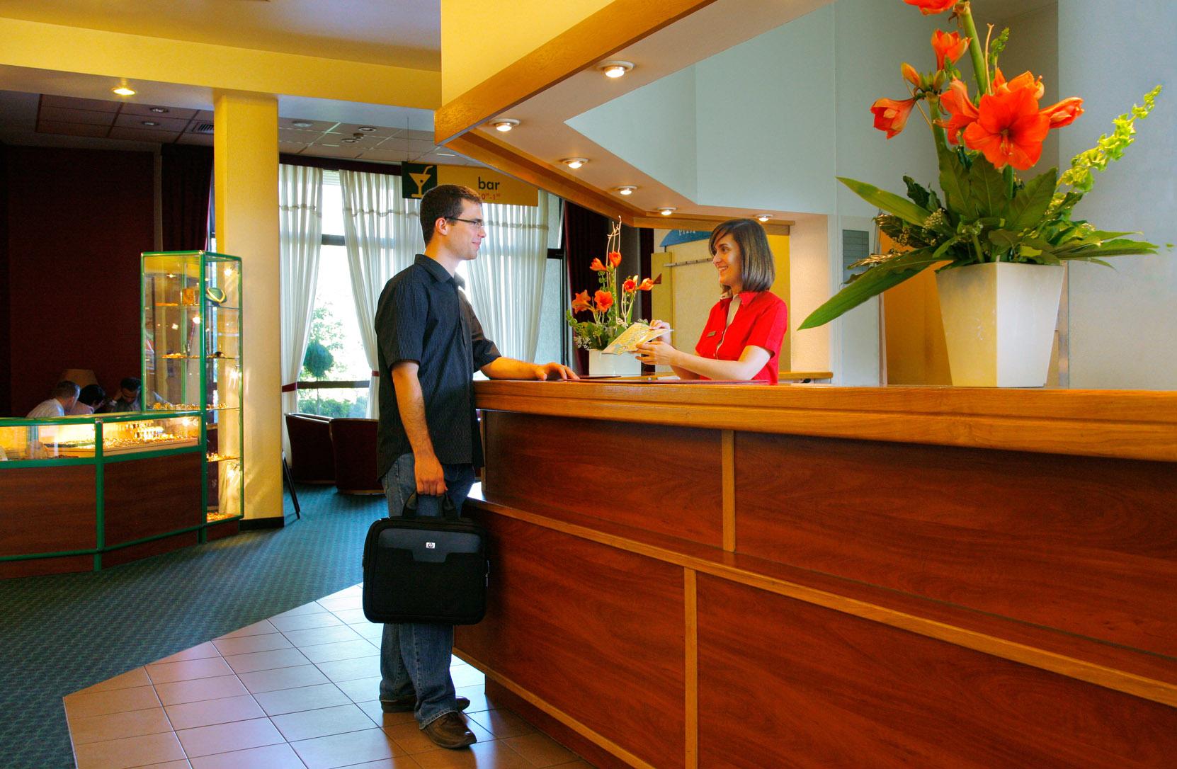 Кому в отелях достаются хорошие номера