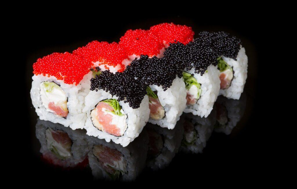 Где в Ноябрьске быстрая доставка суши и роллов - обзор заведений